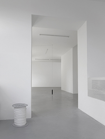 Vavilov, 2016 stainless steel weight, 1200 m rope, spool Installation view, Gallerie Mario Iannelli, 2015